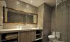 原需经更衣室才能进入的主卧卫浴,透过门片位置的调整让动线更顺畅,内部也重新贴砖并规划大面洗手台,给予屋主更高质量的卫浴时光
