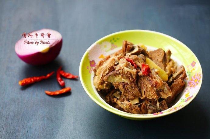 秋冬餐桌上不可缺少的醇香大菜:清炖羊脊骨